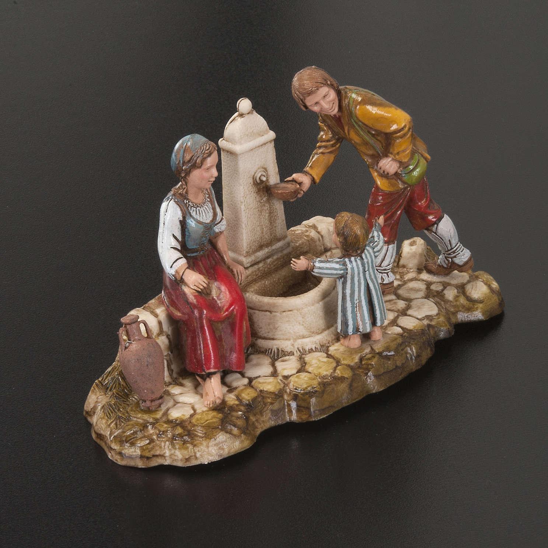 Ambientazione presepe Moranduzzo famiglia alla fontana 10 cm 3