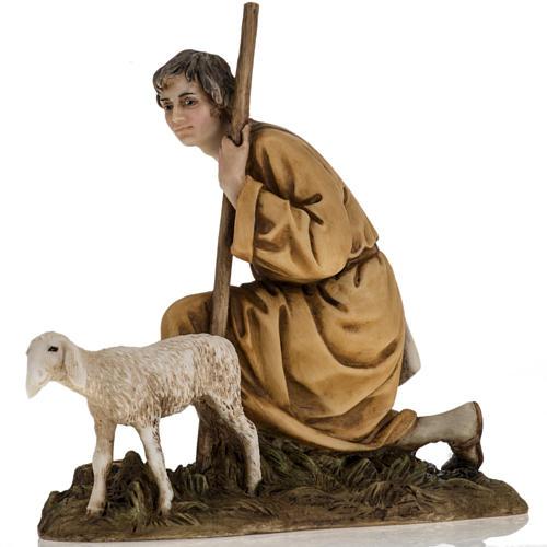 Pastorello con agnello 18 cm presepe Landi 2