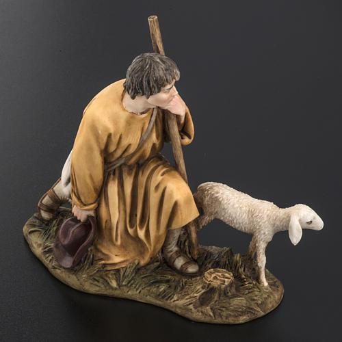 Pastorello con agnello 18 cm presepe Landi 4