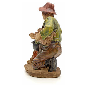 Woodsman with fire figurine in resin for nativities of 20cm s3