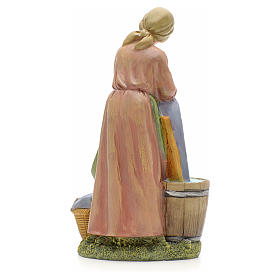 Woman washing clothes figurine in resin for nativities of 21cm s3
