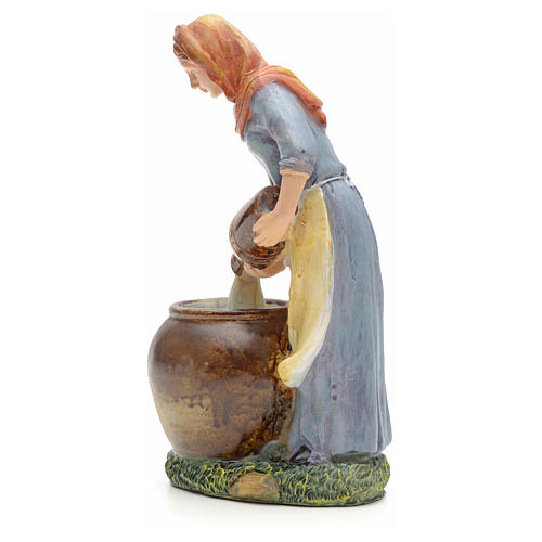 Woman pouring water figurine in resin for nativities of 21cm 2