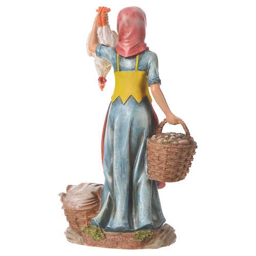 Mujer con gallinas y cesta para belenes de 30cm, resina 3