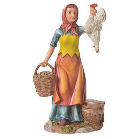 Donna galline e cesto 30 cm resina s1