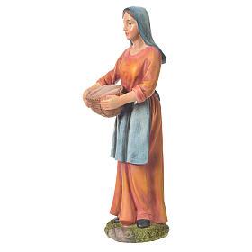 Agricultora con cesta para belenes de 30cm, resina s2