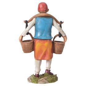 Hombre llevando agua para belenes de 30cm, resina s3