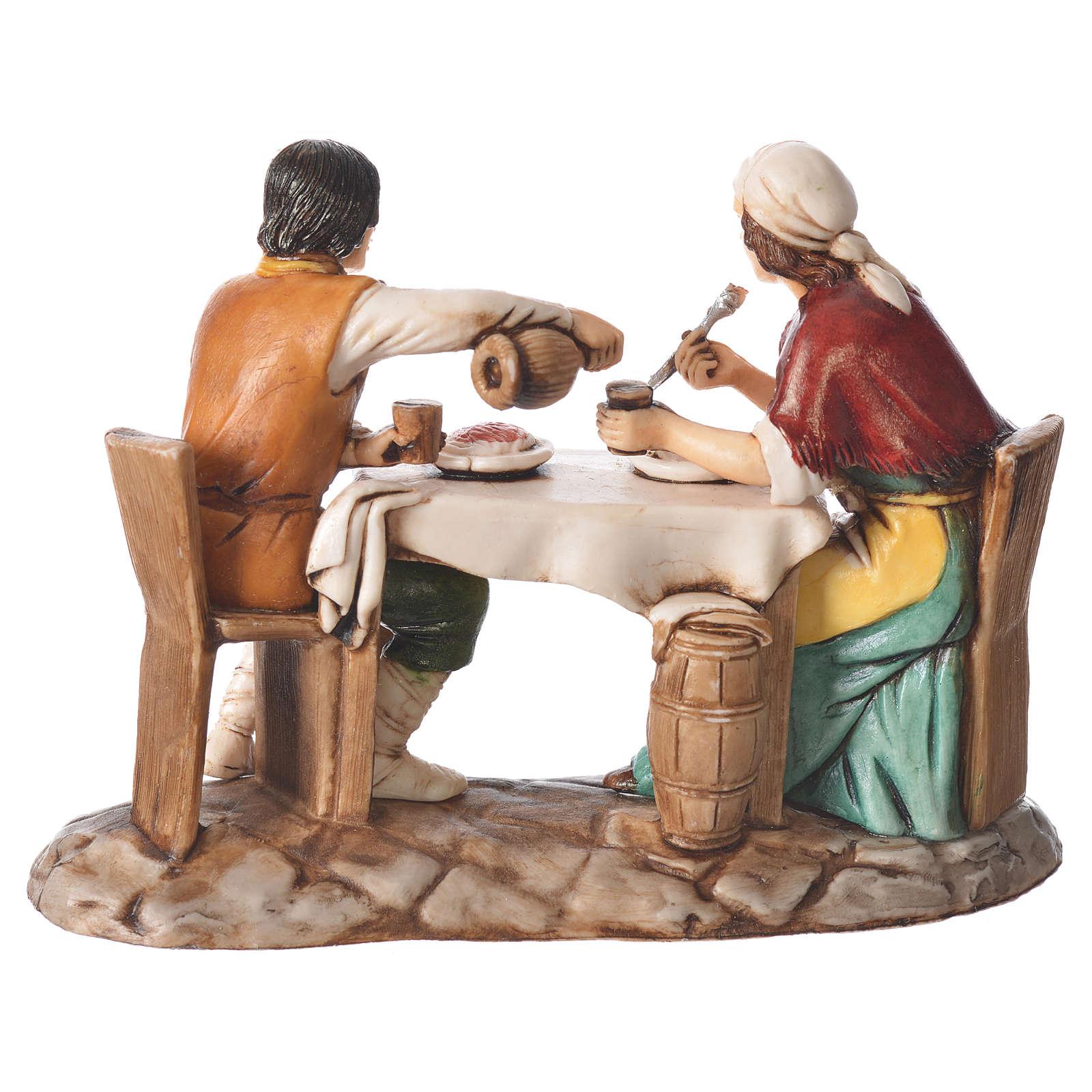 Grupo homem e mulher na mesa presépio Moranduzzo com figuras de  altura média 10 cm 4
