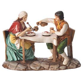 Grupo homem e mulher na mesa presépio Moranduzzo com figuras de  altura média 10 cm s1