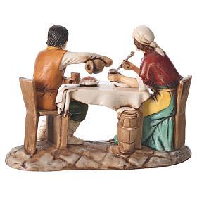 Grupo homem e mulher na mesa presépio Moranduzzo com figuras de  altura média 10 cm s2