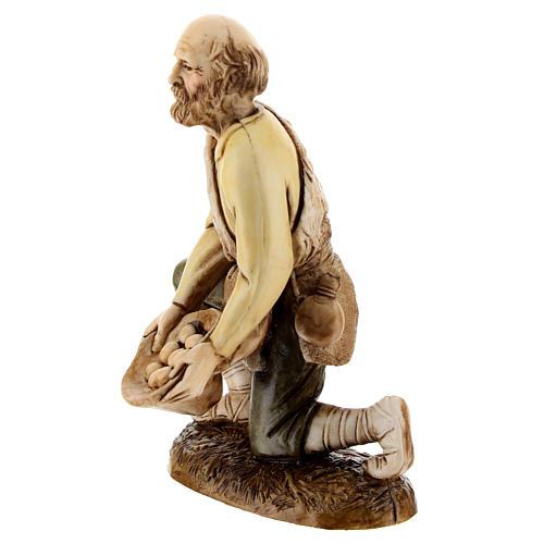Figura pastor con huevos 12 cm belén Moranduzzo estilo clásico 2