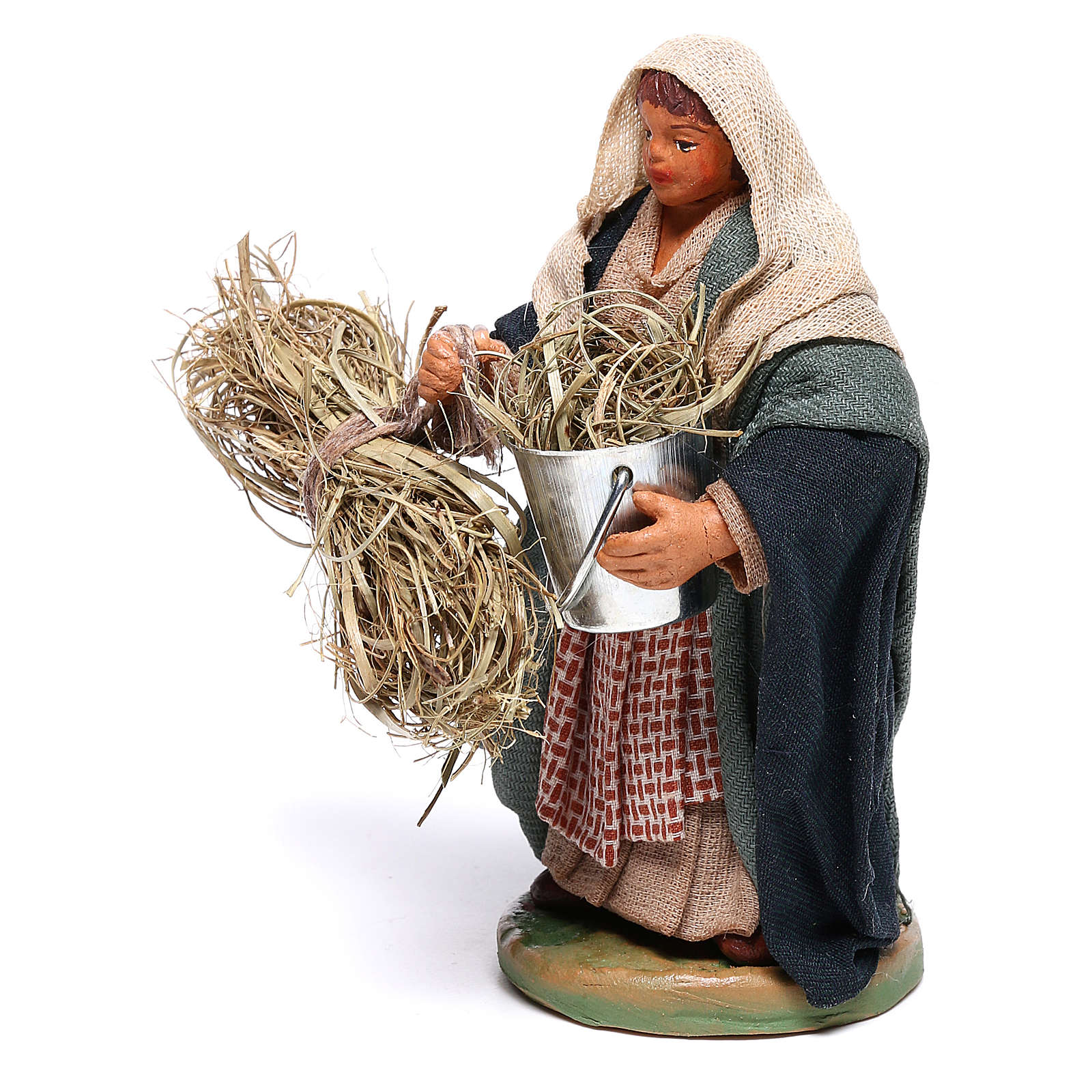 Woman with basket and straw 10 cm for nativity set 4