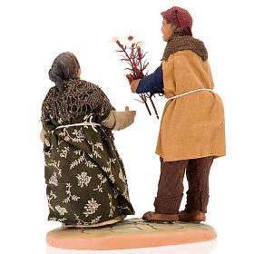 Scena donna incinta uomo con fiori 14 cm s3