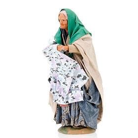 Santon femme avec linge crèche 14 cm s4