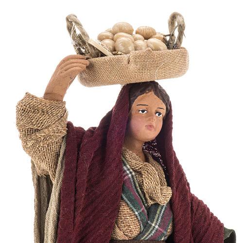Donna con ceste di uova 14 cm 2