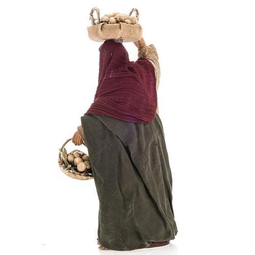 Donna con ceste di uova 14 cm 3