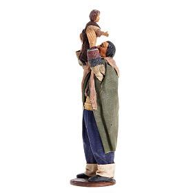 Hombre levanta bebé 14 cm. belén napolitano s1