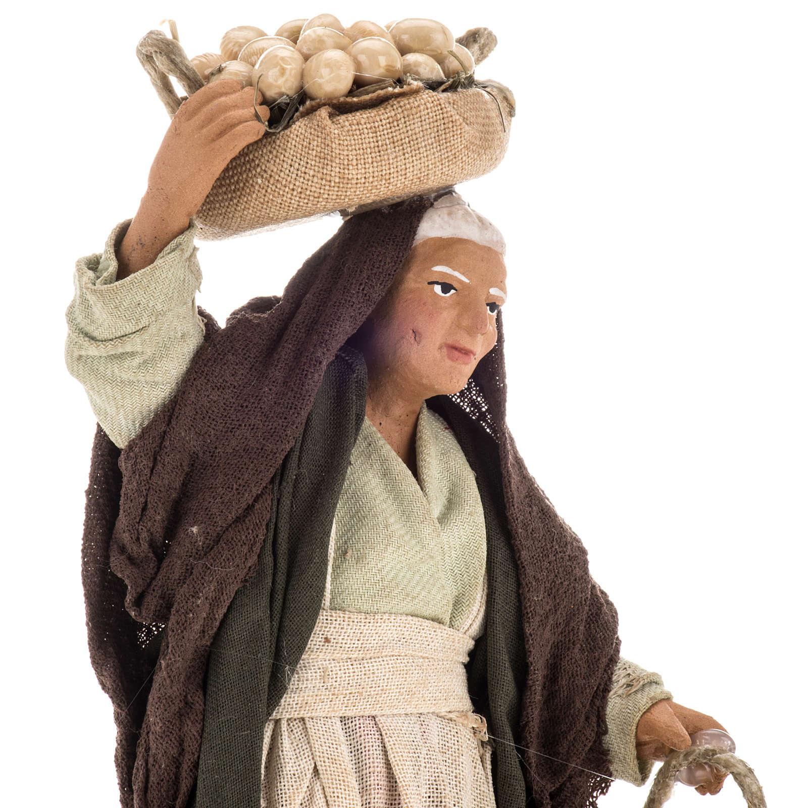 Donna anziana con uova 14 cm 4