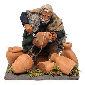 Neapolitan Nativity figurine, man repairing amphorae, 10 cm s1