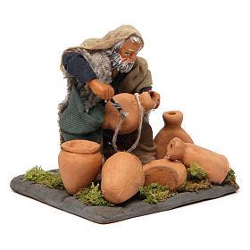 Neapolitan Nativity figurine, man repairing amphorae, 10 cm s3