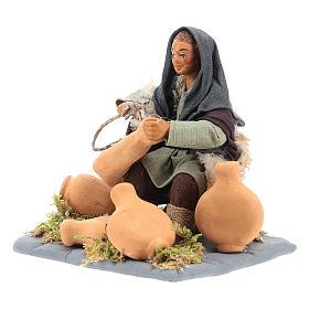 Neapolitan Nativity figurine, man repairing amphorae, 10 cm s6