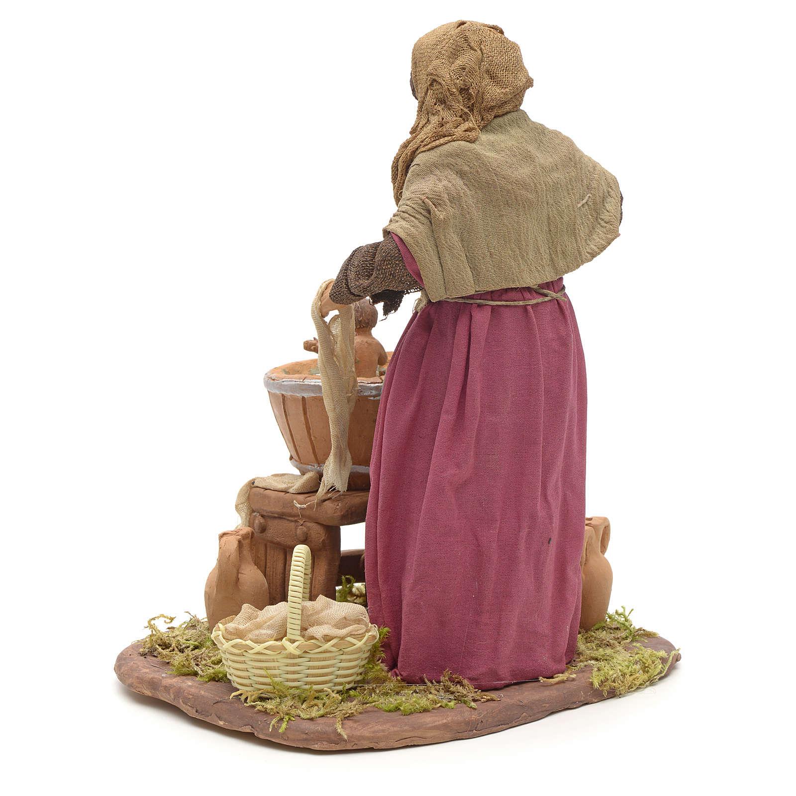 Donna che lava bimbo 24 cm presepe napoletano 4