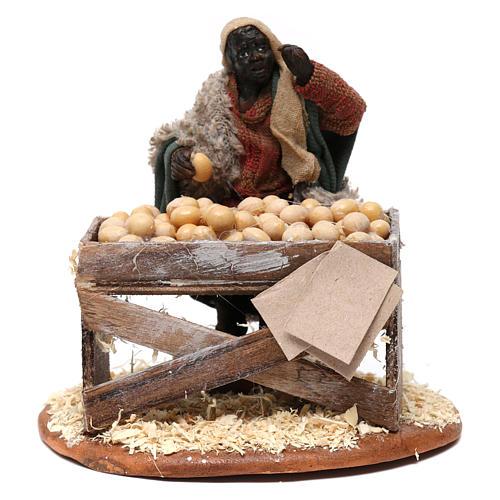 Venditore con banco di uova 10 cm presepe Napoli 1