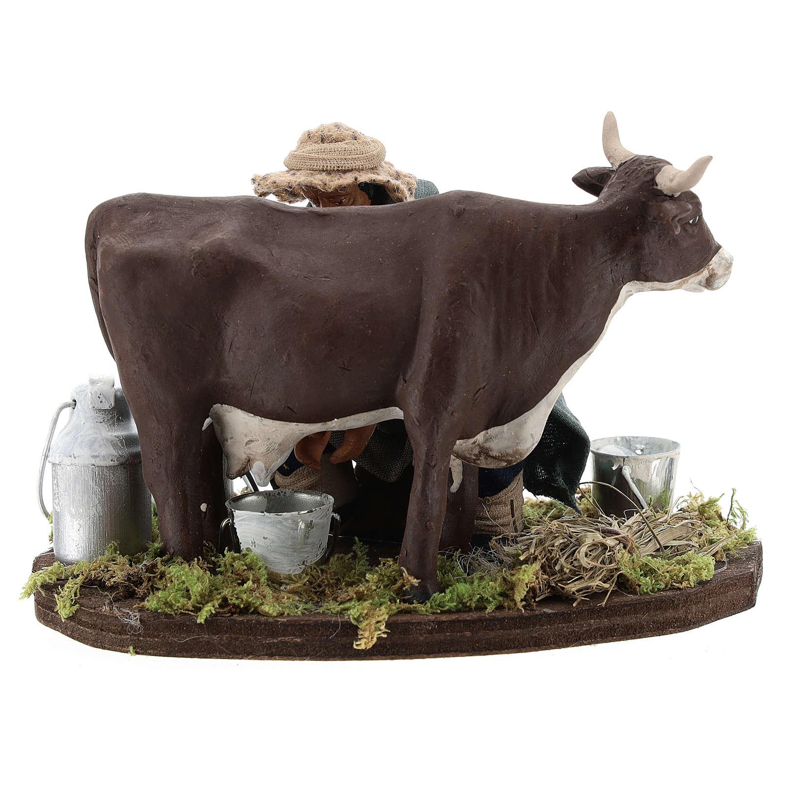 Hombre que ordeña vaca belén Nápoles 4