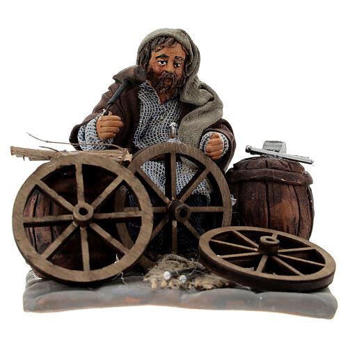 Man fixing wheels 10cm neapolitan Nativity 1