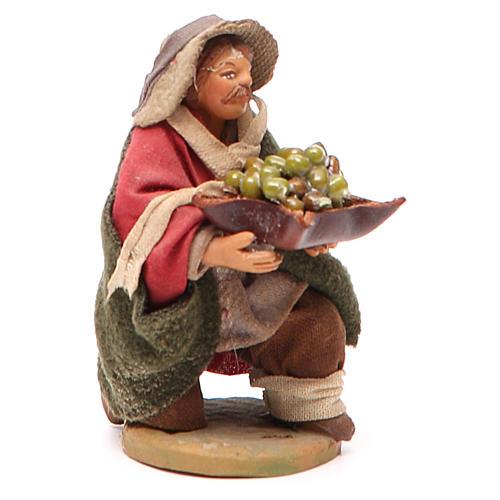 Homme à genoux avec olives panier en cuir 10 cm crèche Naples 3