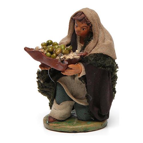 Uomo in ginocchio con olive cesto cuoio 10 cm presepe Napoli 2