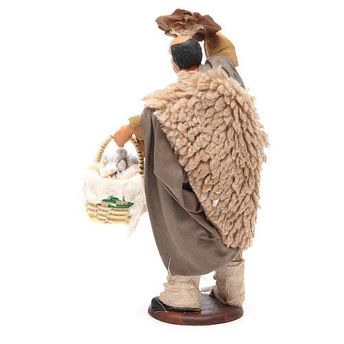 Uomo con cappello e cesto aglio 14 cm presepe Napoli 3