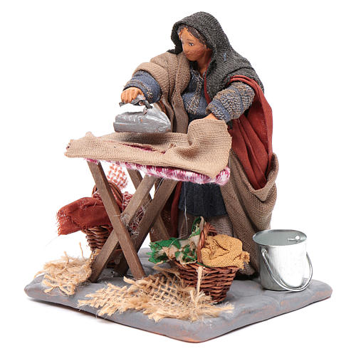 Woman ironing 10cm, Neapolitan Nativity figurine 2