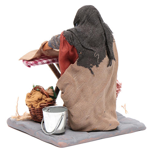 Woman ironing 10cm, Neapolitan Nativity figurine 3