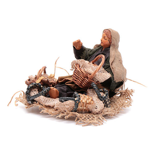 Araba seduta per terra con cesti di paglia 10 cm presepe Napoli 2