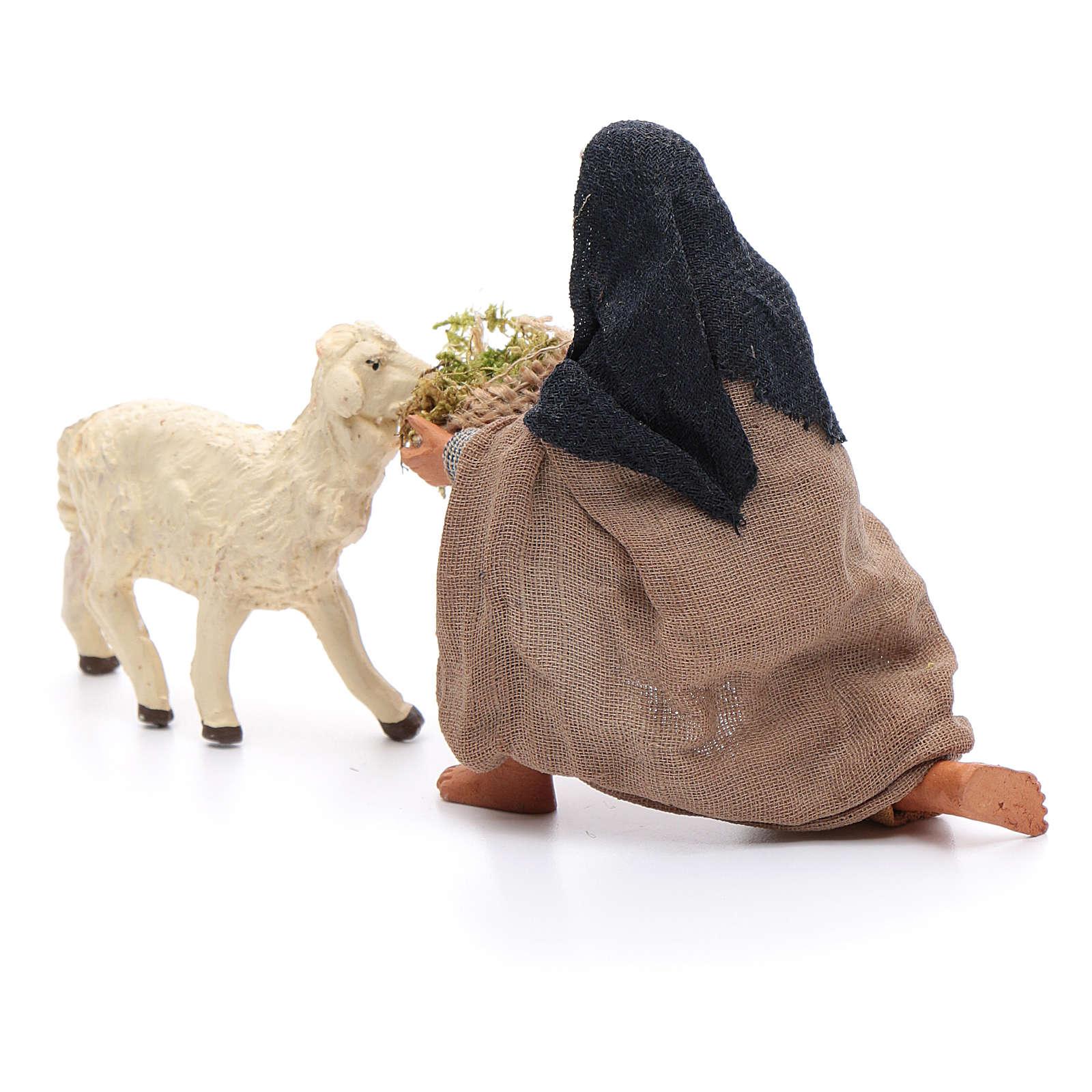 Pastor de rodillas que da de comer a una oveja 12 cm Belén napolitano 4