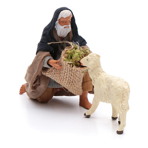 Pastor de rodillas que da de comer a una oveja 12 cm Belén napolitano 2