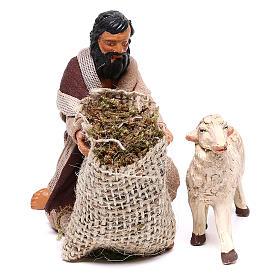 Pastore in ginocchio dà da mangiare a pecora 12 cm presepe Napoli s2