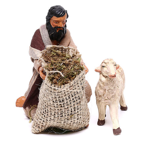 Pastore in ginocchio dà da mangiare a pecora 12 cm presepe Napoli 2