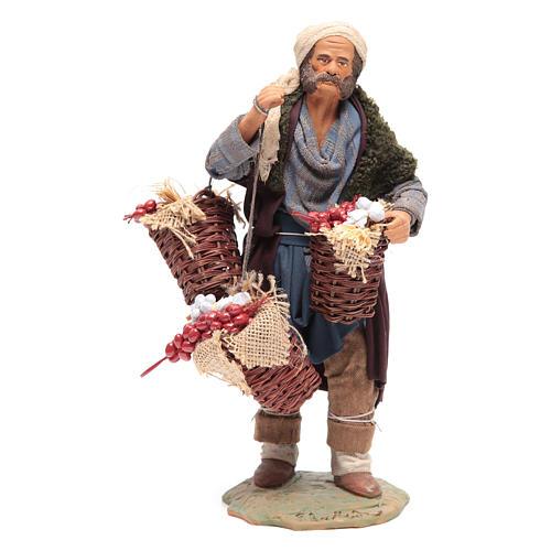 Uomo con cesta di pomodoro e aglio 24 cm presepe Napoli 1