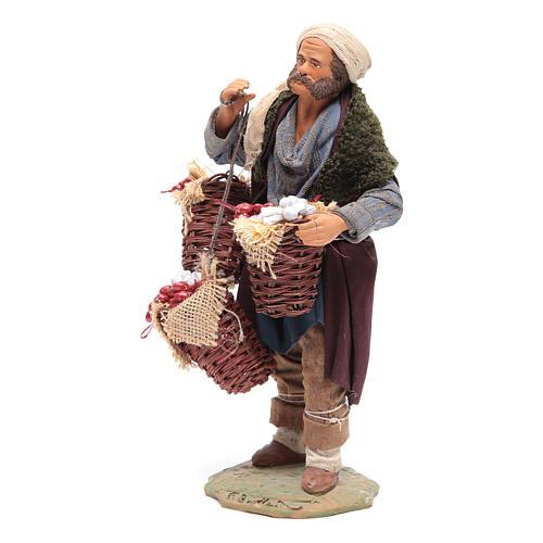 Uomo con cesta di pomodoro e aglio 24 cm presepe Napoli 2