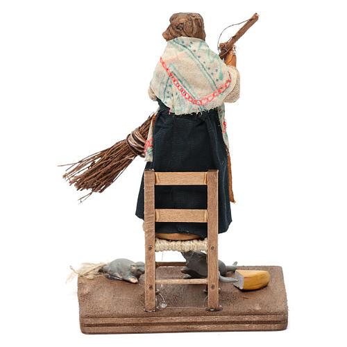 Donna che scaccia i topi 10 cm presepe napoletano 4