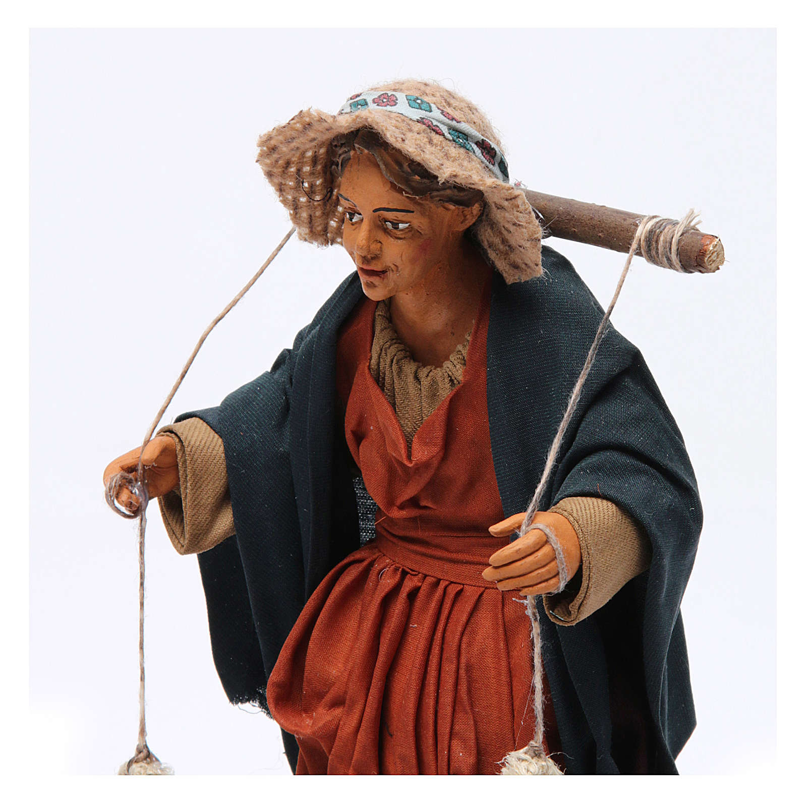 Donna con cesti di panni presepe napoletano 30 cm 4