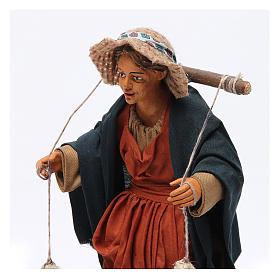 Donna con cesti di panni presepe napoletano 30 cm s2