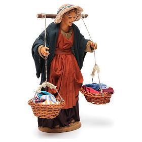 Donna con cesti di panni presepe napoletano 30 cm s4