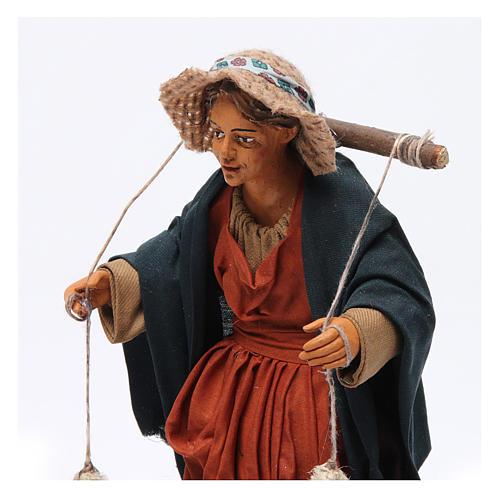 Donna con cesti di panni presepe napoletano 30 cm 2