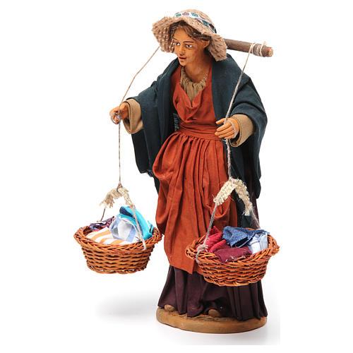 Donna con cesti di panni presepe napoletano 30 cm 3