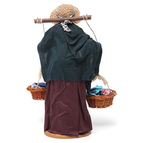 Donna con cesti di panni presepe napoletano 30 cm 5