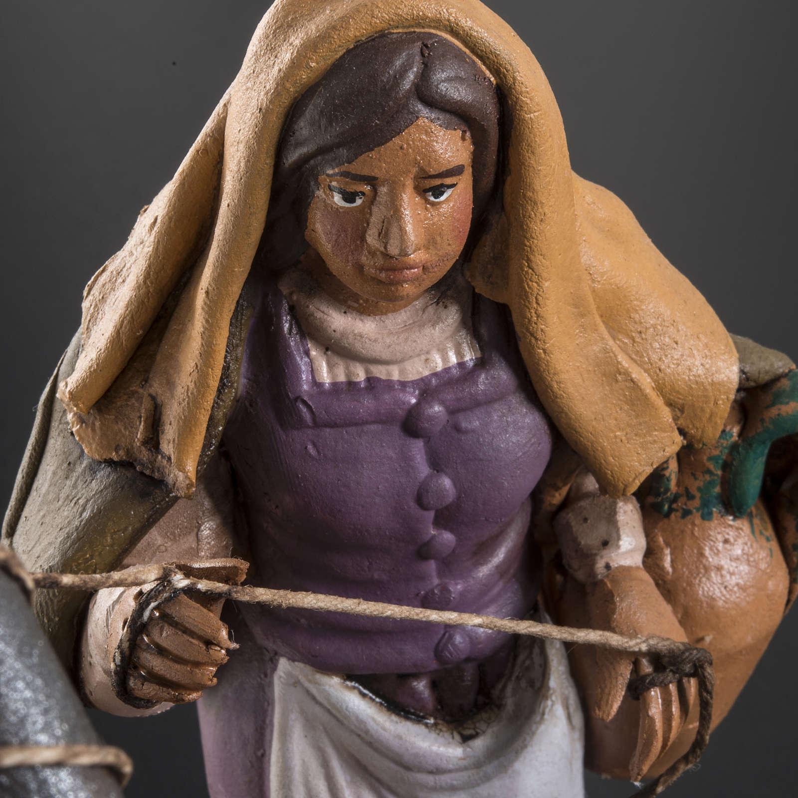 Santon crèche terre cuite femme au puits 18 cm 4