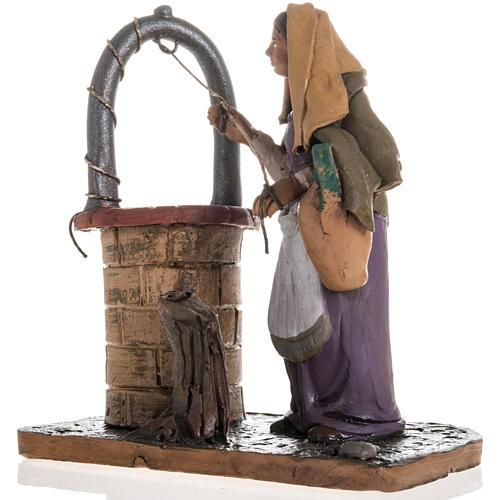 Santon crèche terre cuite femme au puits 18 cm 3