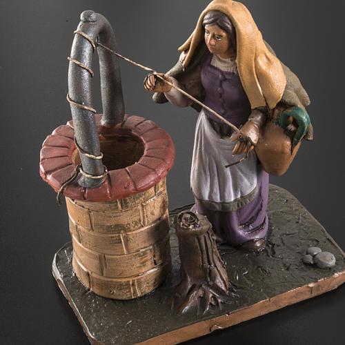 Santon crèche terre cuite femme au puits 18 cm 5